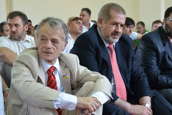 «Крымоблокираторы» Рефат Чубаров и Мустафа Джемилев превращают траурную дату в повод для самопиара